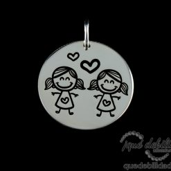 Medalla de plata con dibujo de dos hermanas