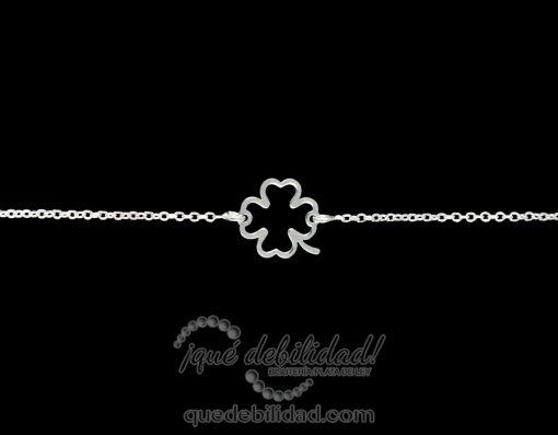 Pulsera de plata con trébol central hueco